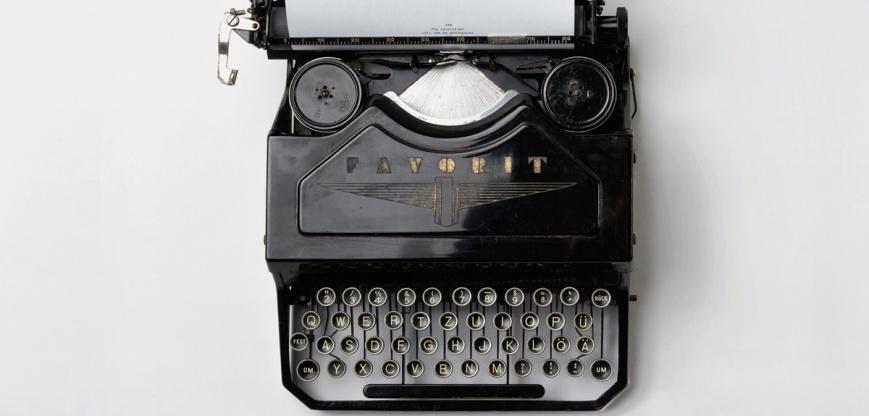 LJIZlzHgQ7WPSh5KVTCB_Typewriter (1)