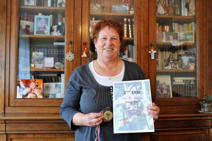 Madame Vesin-Chérif a reçu le 3e prix du Concours littéraire international organisé par le Centre européen pour la promotion des arts et des lettres (CEPAL) en 2013.